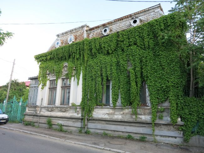 Craiova hidden treasures - behind the curtains